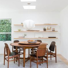 Stunning dining room design this year || Feel the wilderness straight from your home and keep up with the latest interior design trends || #luxuryhouse #inspirations #designs || Explore more: http://homeinspirationideas.net/category/room-inspiration-ideas/dining-room/