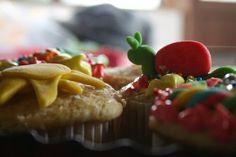 Cupcakes infantiles Decorados con fondant de colores con figuras,