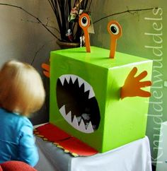 Monster füttern - Basteln mit Kindern The Effective Pictures We Offer You About diy halloween ideas A quality picture can tell you many things. Little Monster Birthday, Monster 1st Birthdays, Monster Birthday Parties, First Birthdays, Monster Decorations, Diy Halloween Decorations, Monster Party, Monster Pinata, Halloween Birthday