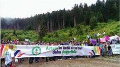 In der Türkei demonstrieren seit mehreren Tagen tausende Menschen gegen den Bau einer Mine. Sie fordern den Rücktritt der Regierung. Am Sonntag kam es zu Zusammenstößen zwischen Polizisten und Demo…