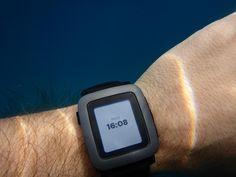 Un buen detalle, el Pebble Time sigue mostrando la hora aunque se te acabe la batería. #pebbletime #smartwatch