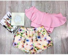 Set super cute! 😍 Cute Little Girls Outfits, Babies Clothes, Princesas Disney, Fashion Dolls, Boho Shorts, Short Dresses, Baby Boy, Super Cute, Kids