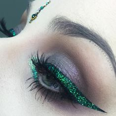 Not a fan of people wearing bindis when they're aren't Desi, but that liner is killer.