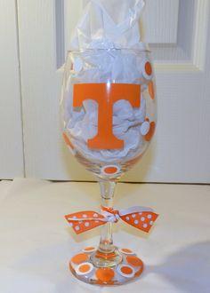 University of Tennessee Wine / Pilsner Glass by dottindivas Tennessee Volunteers Football, Football Crafts, Tennessee Football, Tennessee Girls, Go Vols, Perfect Glass, Sport Craft, University Of Tennessee, Christmas Mom