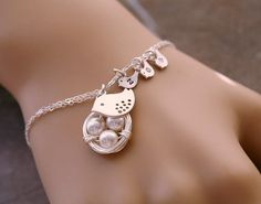 Adorable bracelet!  - wish a source had been given :/