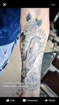 Such a cool tat Cosmetology Tattoos, Hairdresser Tattoos, Hairstylist Tattoos, Creative Tattoos, Great Tattoos, New Tattoos, Tatoos, Future Tattoos, Time Tattoos
