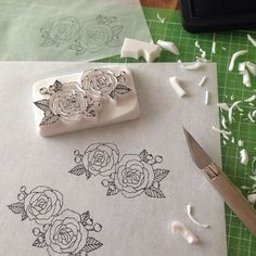 No photo description available. Homemade Stamps, Eraser Stamp, Stamp Carving, Fabric Stamping, Folded Book Art, Tampons, Shibori, Handmade Decorations, Fabric Painting