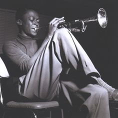 Jazz great Miles Davis, Hackensack, New Jersey, photo by Francis Wolff Jazz Artists, Jazz Musicians, Music Artists, Music Icon, My Music, Miles Davis Poster, Francis Wolff, Kind Of Blue, Poster Art