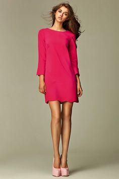 Różowa sukienka mini z dekoltem na plecach