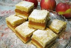 Almás pite ahogy Iluska süti recept képpel. Hozzávalók és az elkészítés részletes leírása. Az almás pite ahogy iluska süti elkészítési ideje: 55 perc