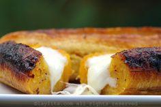 Receita fácil de bananas-da-terra assadas e recheadas com queijo.