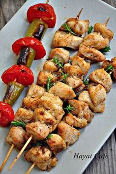firinda tavuk sis tarifi Turkish Recipes, Ethnic Recipes, Turkish Sweets, Fish And Meat, Fresh Fruits And Vegetables, Iftar, Kung Pao Chicken, Seafood, Breakfast Recipes