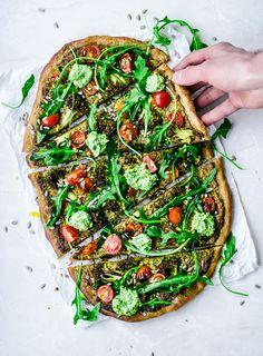Vegan Pesto Broccoli Pizza | Occasionally Eggs #vegan #dinner