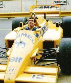 It's Senna, it's love! Formula 1, F1 Lotus, Aryton Senna, Vintage Sports Cars, Aircraft Photos, F1 Drivers, F1 Racing, Car And Driver, F 1