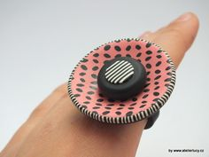 Ring from Donna Kato Rice cane by Lucy Struncova Polymer Clay Ring, Polymer Clay Crafts, Diy Clay, Weird Jewelry, Jewelry Art, Jewellery, Unusual Rings, Ceramic Jewelry, Metal Clay