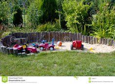 Sandkasten Für Kinder - Download von über 55 Million Vorrat-Fotos der hohen Qualität, Bilder, Vectors. Melden Sie sich heute FREI an. Bild: 1586577