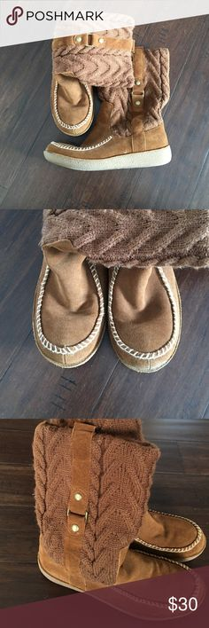 American Eagle Outfitters Knit Moccasin Boots Like new! Worn one time! Comfortable and supportive sole! American Eagle Outfitters Shoes Moccasins