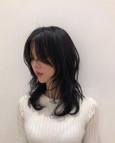 Medium Hair Cuts, Medium Hair Styles, Curly Hair Styles, Hair Inspo, Hair Inspiration, 00s Mode, Haircuts Straight Hair, Hair Color Streaks, Mullet Hairstyle