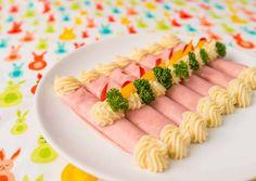 Tormakrémes sonkatekercs | Bérczi Róbert receptje - Cookpad receptek Eat Pray Love, Hungarian Recipes, Catering, Sushi, Side Dishes, Chicken Recipes, Bacon, Appetizers, Thanksgiving