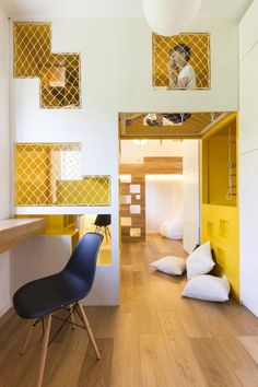 Voici un appartement modulable à Moscou qui affiche beaucoup d'éléments de conception originaux. Imaginé par Ruetemple, ce projet est un logement de 80 m2