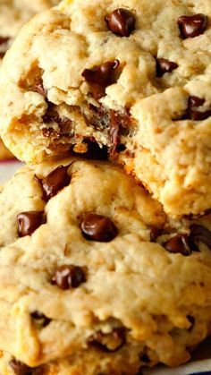 Unbelievably Healthy Chocolate Chip Cookies ~ A healthy chocolate chip cookie that tastes anything but… Make them NOW! Unbelievably Healthy Chocolate Chip Cookies ~ A healthy chocolate chip cookie that tastes anything but… Make them NOW! Healthy Chocolate Chip Cookies, Healthy Cookies, Healthy Sweets, Healthy Baking, Healthy Snacks, Chocolate Chips, No Egg Chocolate Chip Cookie Recipe, Healthy Chocolate Desserts, Chocolate Biscuits