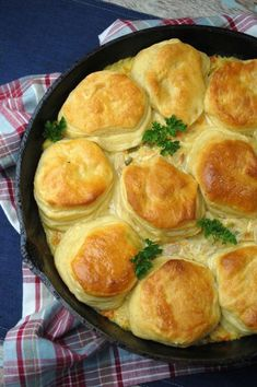 good recipe Cast Iron Skillet Chicken Pot Pie Recipe is perfect for National Pot Pie Day! There's nothing more comforting than some good old fashioned comfort food. Skillet Chicken Pot Pie Recipe, Iron Skillet Recipes, Cast Iron Recipes, Skillet Meals, Chicken Recipes, Skillet Cooking, Cooking Turkey, Chicken Ideas, Cooked Chicken