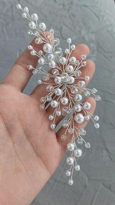 Wire Jewelry Designs, Handmade Wire Jewelry, Beaded Jewelry, Diy Evening Bags, Bridal Showers, Baby Showers, Hair Jewelry, Wedding Jewelry, Clear Glass