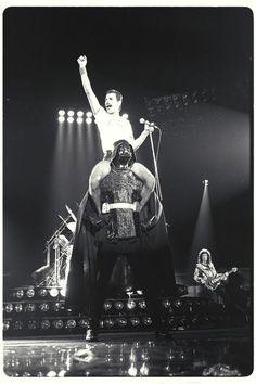 Freddy Mercury + Darth Vader = EPIC