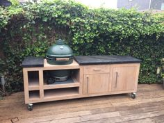 78 Relaxing Outdoor Kitchen Ideas for Happy Cooking & Lively Party Big Green Egg Outdoor Kitchen, Big Green Egg Table, Outdoor Kitchen Plans, Outdoor Kitchen Design, Green Eggs, Outdoor Cooking, Green Kitchen, Patio Grande, Bricolage