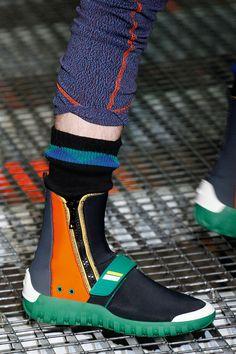 Prada Prada Shoes, Vetements Shoes, Fashion Shoes, Mens Fashion, London Fashion, Zapatillas Casual, Prada Spring, Prada Men, Shoes