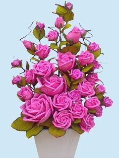 Discover thousands of images about Rosas Nylon Flowers, Felt Flowers, Fabric Flowers, Beautiful Rose Flowers, Beautiful Flower Arrangements, Crochet Flower Patterns, Crochet Flowers, Crepe Paper Flowers, Flower Ball