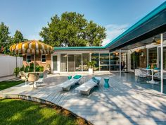 Swell Mid-Century Modern Atomic time capsule house backyard in Dallas, TX