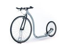 Le footbike Race Max 20″ du fabricant finlandais Kickbike est la déclinaison sportive du vélo de course par excellence. Ce modèle destiné aux sportifs procure vitesse et sensation, grâce à son cadre aluminium, ses pneus slick et bien sûr par le « kick » du footbike.