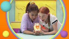 videos: How to make a lantern Make Your Own, How To Make, Glue Crafts, Do You Know What, Teaching English, Glass Jars, Lanterns, Scary, Learning