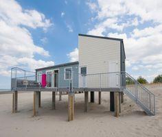 Mooi en ruim strandhuisje in Zeeland . Dit Beach House is geschikt voor 6-pers. en heeft een terras. Het huis staat direct op het strand in Kamperland met prachtig uitzicht!
