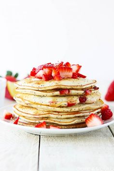 Brunch Ideas Strawberry Lemon Poppyseed Pancakes Image Via: The Glitter GuideStrawberry Lemon Poppyseed Pancakes Image Via: The Glitter Guide Crepes Party, Savoury Cake, Clean Eating Snacks, I Love Food, The Best, Food And Drink, Waffles, Yummy Food, Favorite Recipes