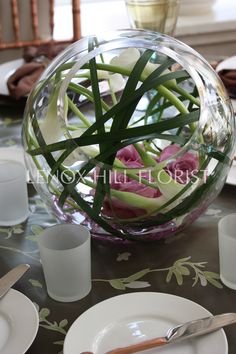 Unique Flower Arrangement - Flower Arrangements - Created insde a spherical glass container. Unique Flower Arrangements, Unique Flowers, Floral Centerpieces, Beautiful Flowers, My Flower, Flower Art, Language Of Flowers, Arte Floral, Table Flowers