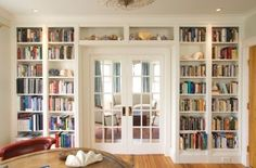 Built in bookshelves around doors in the master bedroom ❤️