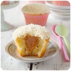 Cupcake de coco com doce de leite
