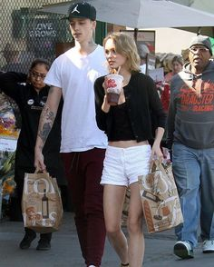 Los Angeles, local time on February 14, Johnny Depp's daughter Lily Rose and Ash Stymest took to the streets in valentine's day. In one hand and a drink, she stuffed with shopping bags into the streets.#ashholeofficial #Ash#lilyrosedepp #lilyrose #ashstymest #AshStymest#hollywood #westhollywood #WestHollywood#models #model #cool #hollywood #handsomeboy #hotnews #hot#2016