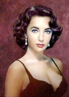 Beautiful Liz Taylor, the woman with violet eyes .-Beautiful Liz Taylor, la mujer de los ojos violeta Beautiful L… Beautiful Liz Taylor, the woman with the violet eyes Beautiful Liz Taylor, the woman with the violet eyes - Hollywood Icons, Old Hollywood Glamour, Hollywood Stars, Hollywood Actresses, Classic Hollywood, Classic Actresses, Beautiful Actresses, Elizabeth Taylor Eyes, Glamour Hollywoodien