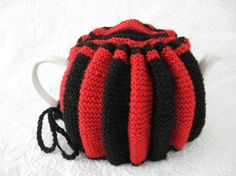 Tea Cozy Red And Black English Hand Knitted Stretchy 1950s Tea Cosy