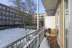 Het balkon met de gemeenschappelijke tuin