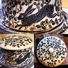 Rabbits in the clover casserole! #bunny #rabbits #casserole #clover #woodlandanimals #forestfriends #forestanimals #hares #lagomorphs #porcelain #pottery #sgraffito #surfacedecoration #ceramica #ceramics #keramik #keramiikka #keramisch