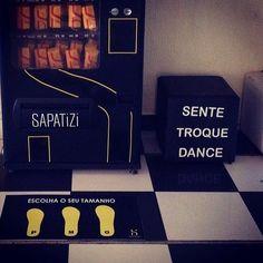 Dica: A máquina de sapatilhas @sapatizifaz o maior sucesso entre as moças do casório.  Elas chegam na pista de dança pegam sua sapatilha personalizada e dançam a noite toda com MUITO conforto. É uma lembrancinha útil fofa e duradoura.  Orçamento  contato@sapatizi.com.br no site www.sapatizi.com.br ou no instagram @sapatizi