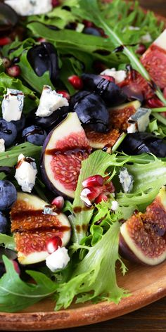 This fig and blue cheese salad might just be the perfect fresh summer dish thats hearty and healthy! For amazing recipes go to our page! http://teadrinktime.com/healthiest-teas-to-drink/best-tea-for-a-cold-and-sore-throat/