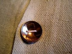 Button made from a real penny. Coin Crafts, Sewing Crafts, Fabric Crafts, Button Art, Button Crafts, Diy Craft Projects, Sewing Projects, Craft Ideas, Diy Ideas