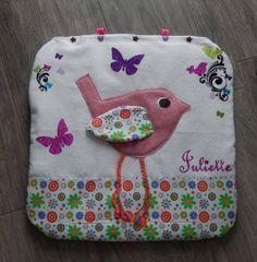 Eveil, Range doudou et pyjama, déco, bouillotte sèche,... malin ce coussin oiseaux et papillons !