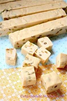 Previous pinner: This is the best Baileys Irish Cream and Pistachio Fudge I have tried or made for that matter. You need to make this fudge for sure. Fudge Recipes, Candy Recipes, Dessert Recipes, Dinner Recipes, Delicious Desserts, Just Desserts, Yummy Food, Irish Recipes, Sweet Recipes