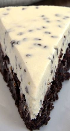 Chocolate Chip Cheesecake with Brownie Crust Recipe ~ Two desserts in one is always a win! Chocolate Chip Cheesecake with Brownie Crust combines brownies and cheesecake for a delightful dessert experience Delicious Cake for everyday Just Desserts, Delicious Desserts, Yummy Food, Awesome Desserts, Cupcake Cakes, Cupcakes, Cheesecake Recipes, Brownie Cheesecake, Chocolate Cheesecake